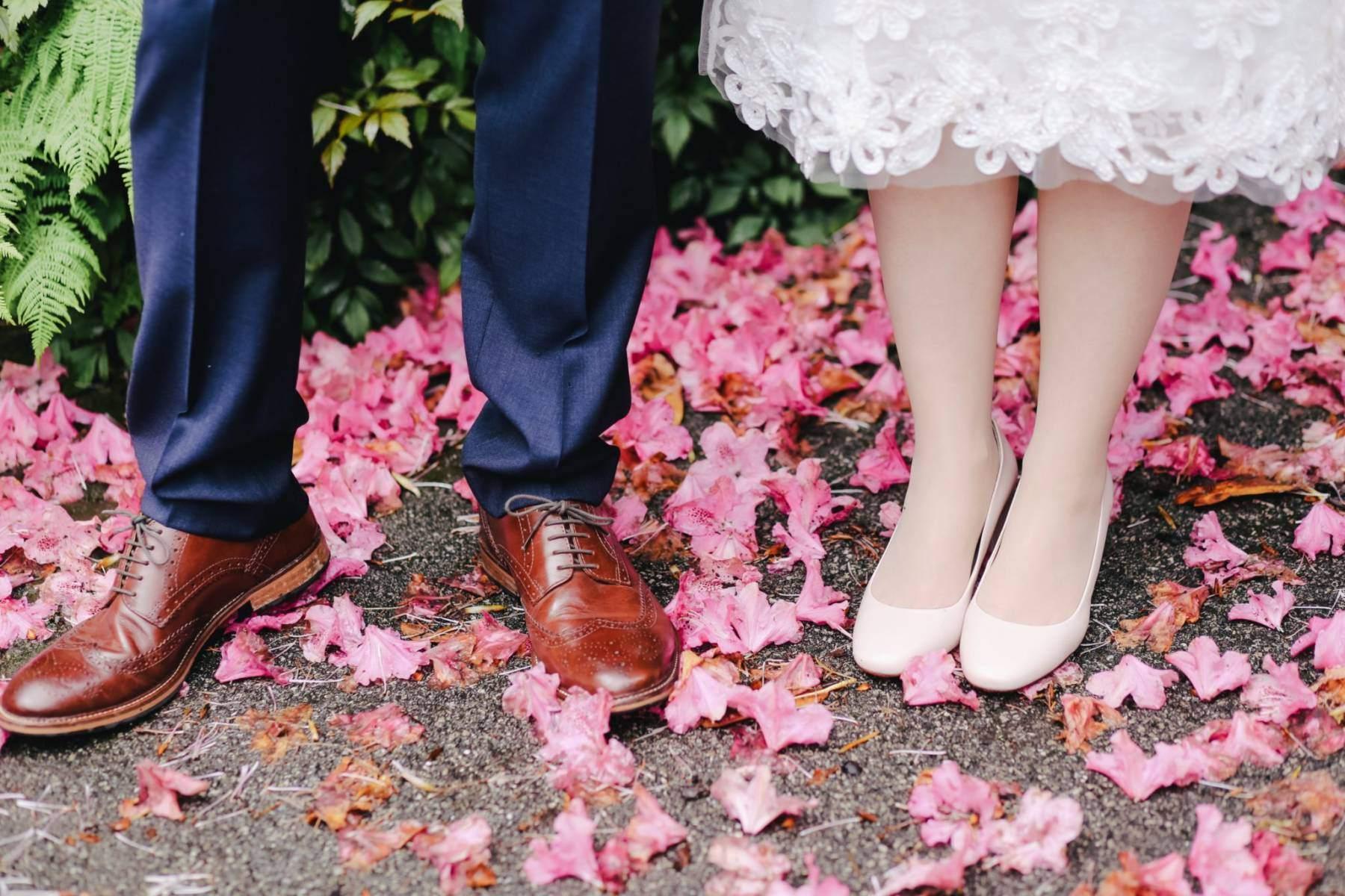 Zadbane stopy panny młodej podologia